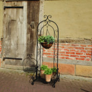 Plant stand folding