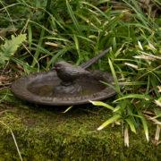 Cadran solaire et bain d'oiseaux